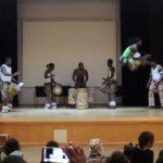 Uppträdande med Guinea Namounyi